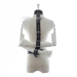 Constricción bondage - las manos en la espalda