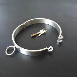Collar sumisión de metal con cerradura
